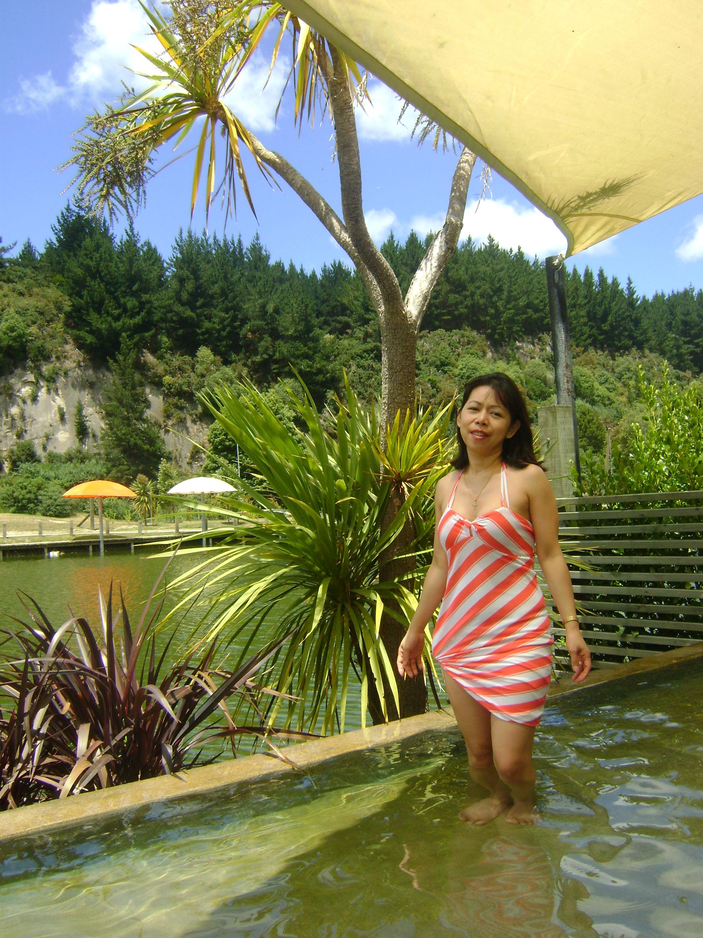 taupo huka falls river fish foot spa