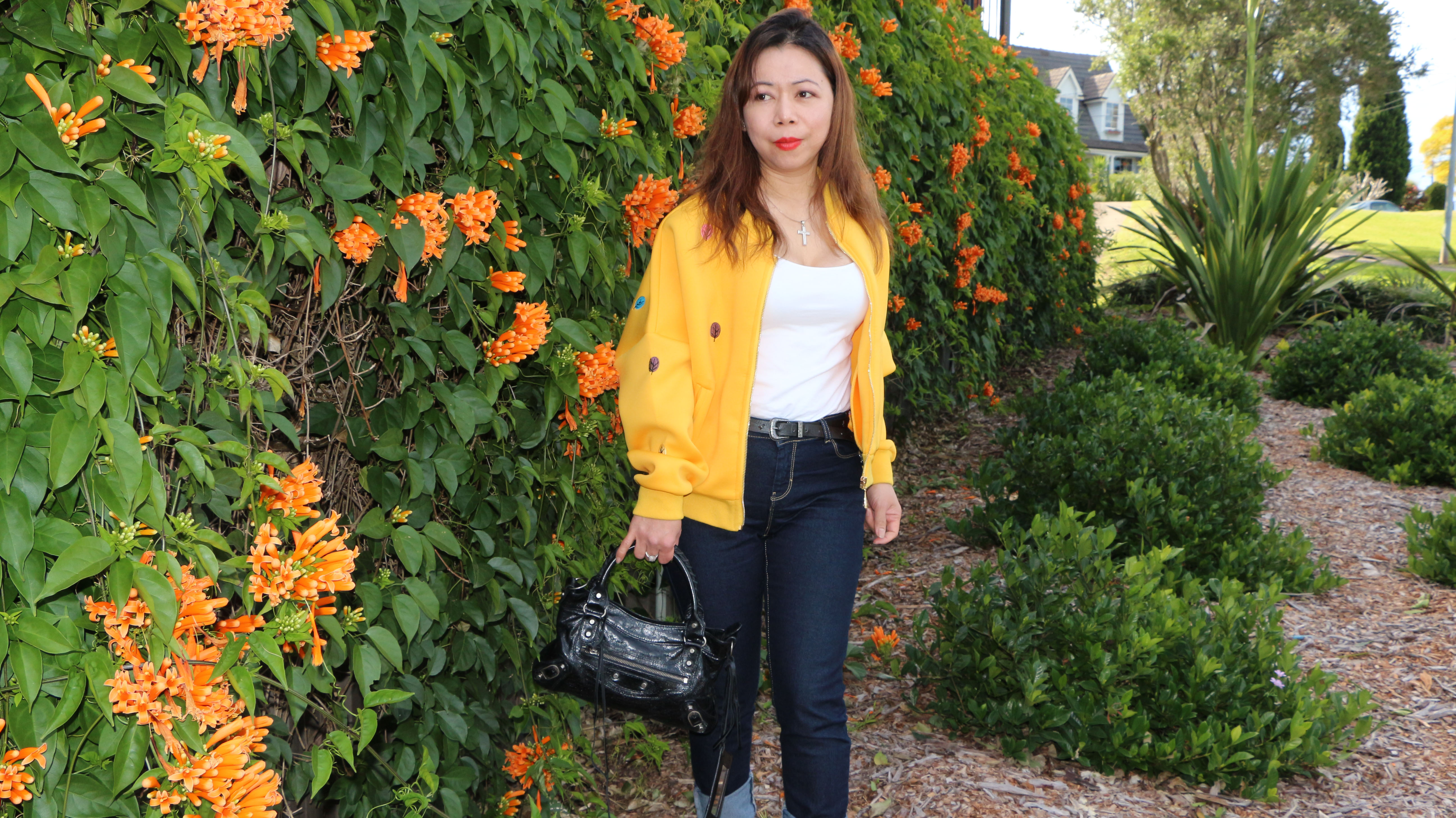 how to wear yellow jacket