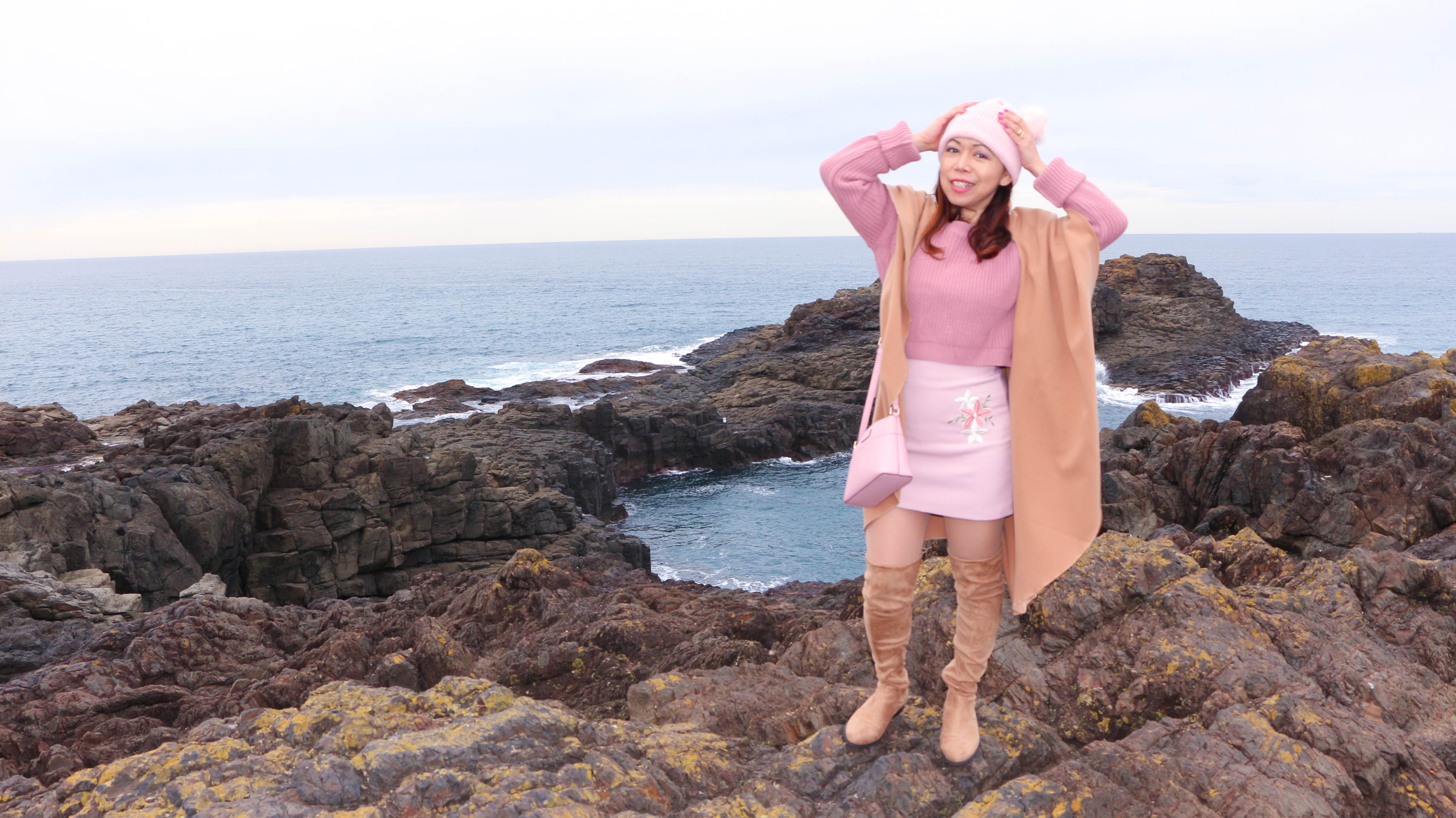 how to wear brown and pink