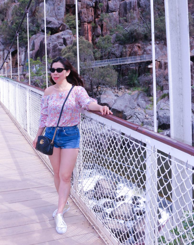 What to wear in suspension bridge